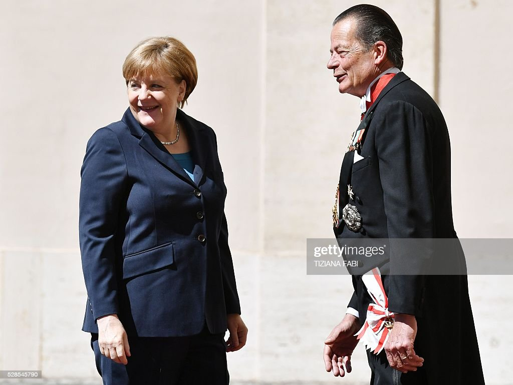German Chancellor Angela Merkel (L) arrives at the Vatican on May 6, 2016 for an audience with Pope Francis. Merkel is in Rome to take part in a ceremony for the awarding of Germany's famed Charlemagne Prize to Pope Francis, given to public figures in recognition of contribution to European unity. / AFP / TIZIANA