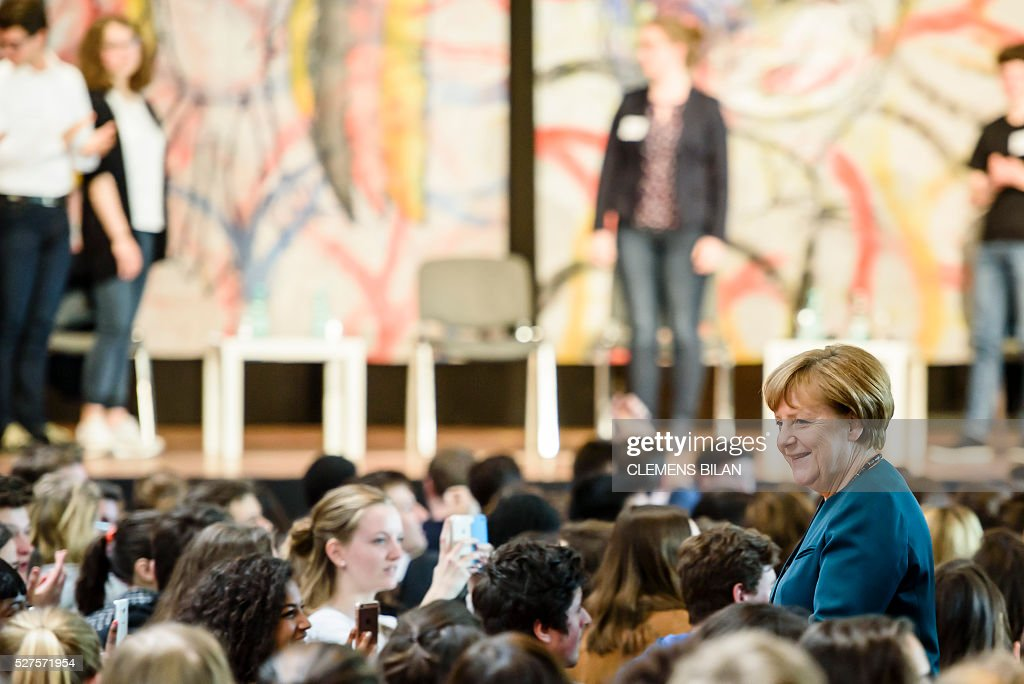 German Chancellor Angela Merkel arrives for a panel discussion with pupils during her visit at the Lycee Francais School in Berlin on May 03, 2016. / AFP / CLEMENS