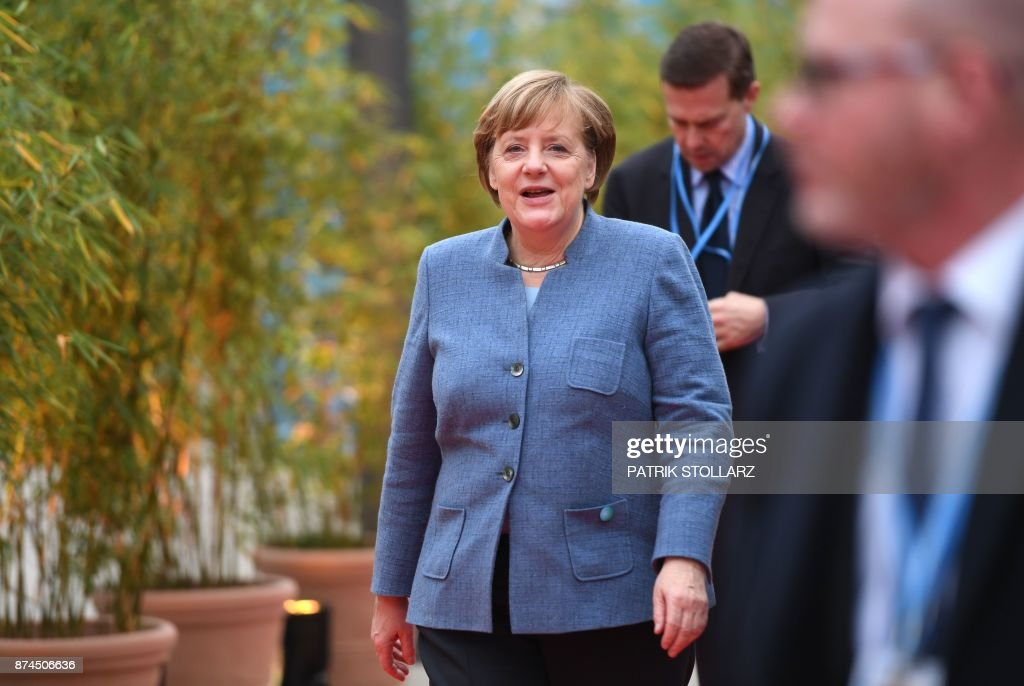 German Chancellor Angela Merkel arrives to attend the UN conference on climate change (COP23) on November 15, 2017 in Bonn, western Germany. / AFP PHOTO / Patrik STOLLARZ