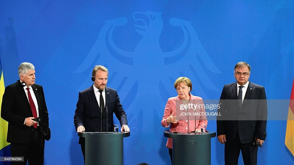 German Chancellor Angela Merkel (2nd from R) attends a joint press conference with the three members of the Presidency of Bosnia and Herzegovina Dragan Covic (L) Bakir Izetbegovic (2nd from L) and Mladen Ivanic after talks at the chancellery in Berlin on June 30, 2016. / AFP / John MACDOUGALL