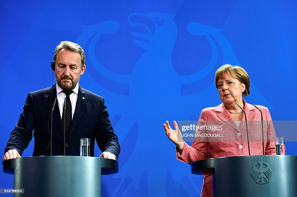 German Chancellor Angela Merkel (R) attends a joint press conference with the three members of the Presidency of Bosnia and Herzegovina Bakir Izetbegovic (L), Dragan Covic (unseen) and Mladen Ivanic (unseen) after talks at the chancellery in Berlin on June 30, 2016. / AFP / John MACDOUGALL