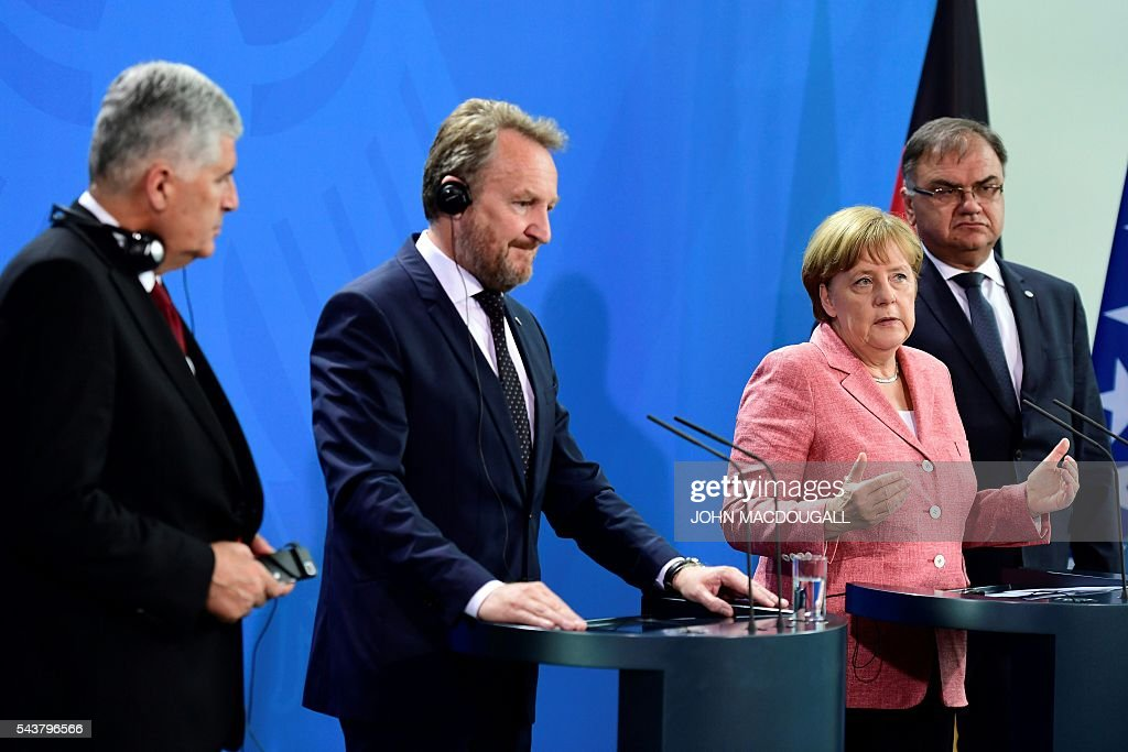 German Chancellor Angela Merkel (2nd R) attends a joint press conference with the three members of the Presidency of Bosnia and Herzegovina Bakir Izetbegovic (2nd L), Dragan Covic (L) and Mladen Ivanic (R) after talks at the chancellery in Berlin on June 30, 2016. / AFP / John MACDOUGALL