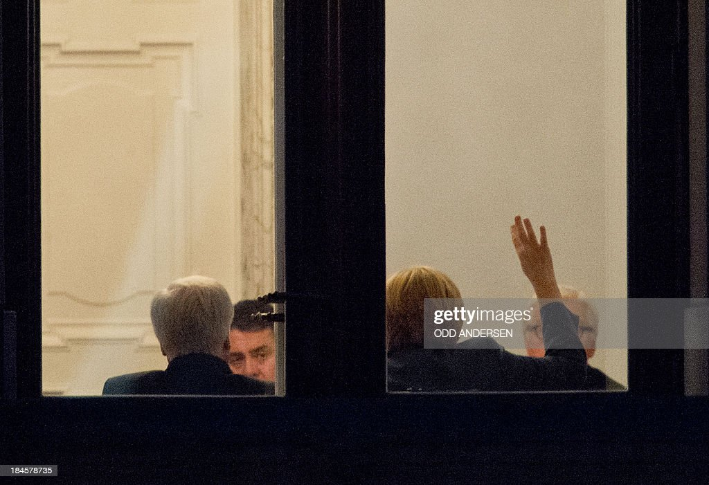 German Chancellor Angela Merkel, CDU (2nd R) gestures during a meeting with Social Democratic Party (SPD) leader Sigmar Gabriel (2nd L), SPD's faction-leader Frank-Walter Steinmeier (R) and Bavarian State Premier Horst Seehofer of the Christian Social Union (CSU), at the Jakob Kaisers haus at the German parliament during the 2nd round of exploratory talks on forming a coalition government in Berlin on October 14, 2013. The exploratory talks with the left-leaning ecologist party are part of Merkel's hunt for a governing partner after her conservatives won September 22 elections but fell short of a ruling majority. AFP PHOTO / ODD ANDERSEN