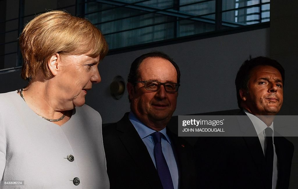 German Chancellor Angela Merkel, French President Francois Hollande and Italy's Prime Minister Matteo Renzi arrive for a press conference ahead of talks following the Brexit referendum at the chancellery in Berlin, on June 27, 2016. Britain's shock decision to leave the EU forces German Chancellor Angela Merkel into the spotlight to save the bloc, but true to her reputation for prudence, she said she would act neither hastily nor nastily. / AFP / John MACDOUGALL