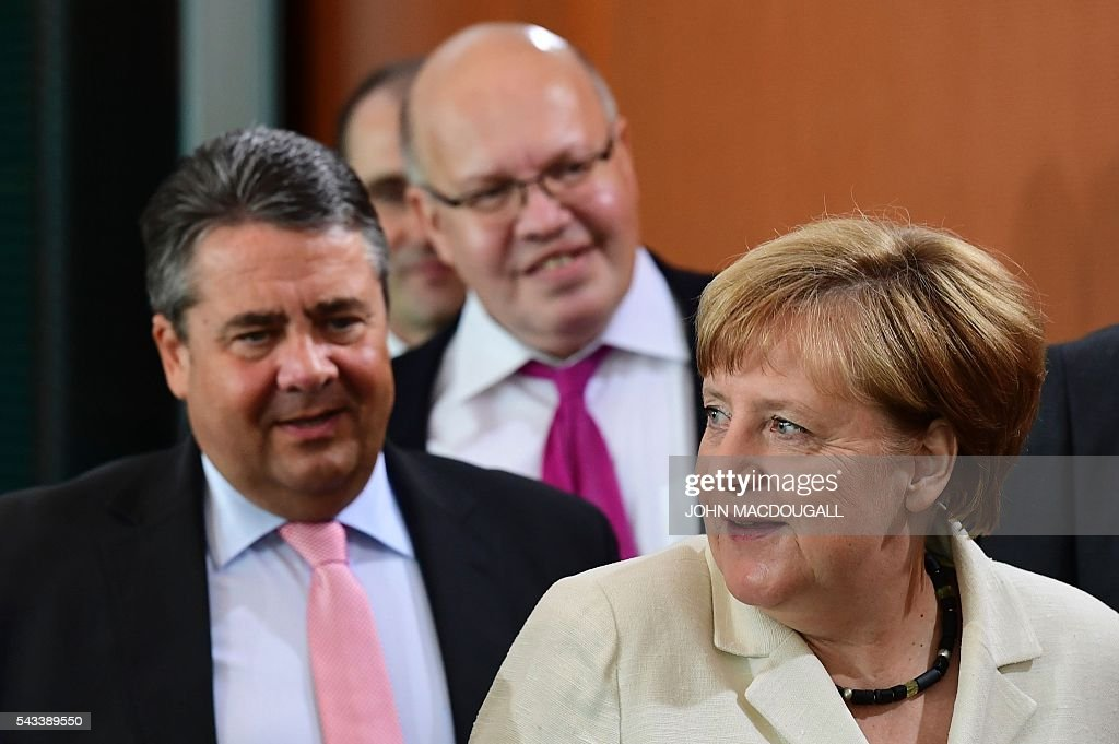 German Chancellor Angela Merkel, German Chief of Staff Peter Altmaier and German Vice Chancellor, Economy and Energy Minister Sigmar Gabriel arrive at a cabinet meeting at the chancellery in Berlin on June 28, 2016. / AFP / John MACDOUGALL