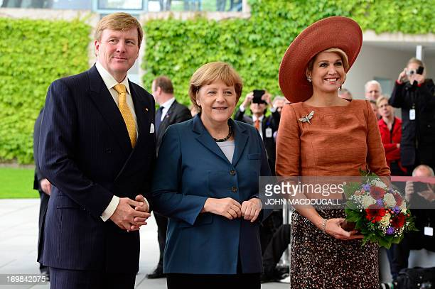 German chancellor Angela Merkel King WillemAlexander of the Netherlands and his wife Maxima pose for photographers on arrival at the chancellery in...