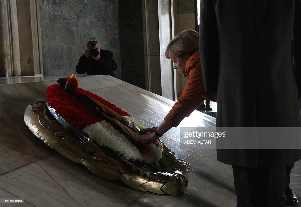 German Chancellor Angela Merkel (C) set flowers in the mausoleum of Turkey's Republic's founder Kemal Ataturk in Ankara, on February 25, 2013, on the second an final day of her official visit to Turkey.
