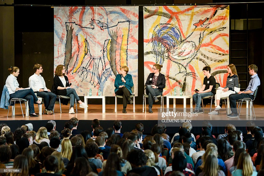 German Chancellor Angela Merkel takes part in a panel discussion with pupils during her visit of the Lycee Francais School in Berlin on May 03, 2016. / AFP / CLEMENS