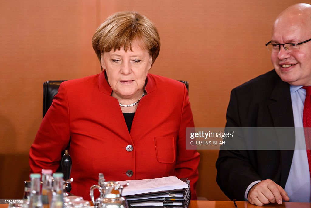 German Chancellor Angela Merkel (L) talks with German Chief of Staff Peter Altmaier prior to the weekly cabinet meeting at the Federal Chancellery in Berlin, on May 4, 2016. / AFP / CLEMENS