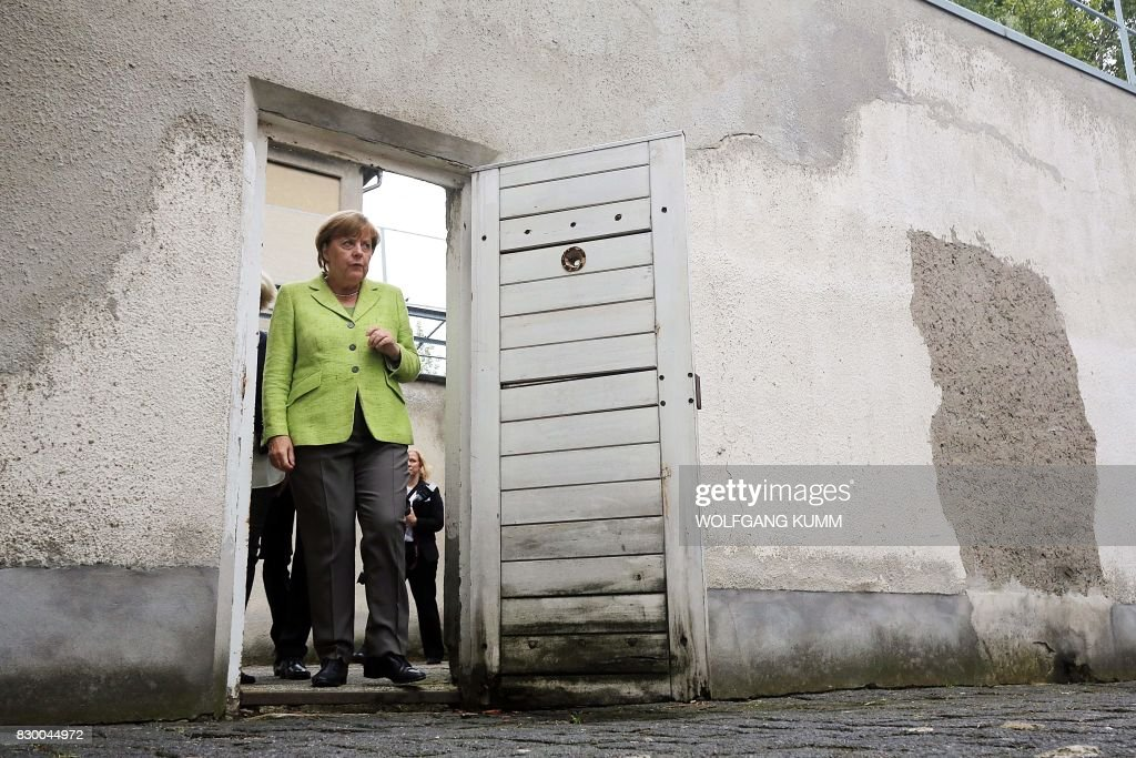 German Chancellor Angela Merkel visits the Berlin-Hohenschönhausen Memorial at the site of a former prison of the East German Ministry of State Security (MfS; 'Stasi') in Berlin on August 11, 2017. Thousands of political prisoners passed through this jail, including nearly all the prominent figures who opposed the regime of the German Democratic Republic (GDR). / AFP PHOTO / POOL / Wolfgang Kumm