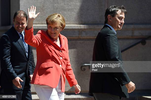 German Chancellor Angela Merkel waves to wellwishers as she arrives at the ANZAC Memorial in Hyde Park on November 17 2014 in Sydney Australia German...
