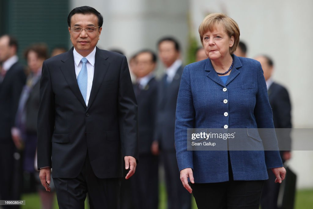 German Chancellor <a gi-track='captionPersonalityLinkClicked' href=/galleries/search?phrase=Angela+Merkel&family=editorial&specificpeople=202161 ng-click='$event.stopPropagation()'>Angela Merkel</a> welcomes Chinese Prime Minister <a gi-track='captionPersonalityLinkClicked' href=/galleries/search?phrase=Li+Keqiang&family=editorial&specificpeople=2481781 ng-click='$event.stopPropagation()'>Li Keqiang</a> (L) upon his arrival at the Chancellery on May 26, 2013 in Berlin, Germany. On his first official visit to Germany as prime minister, Mr. Li is scheduled to meet with German federal and regional government officials and business representatives.