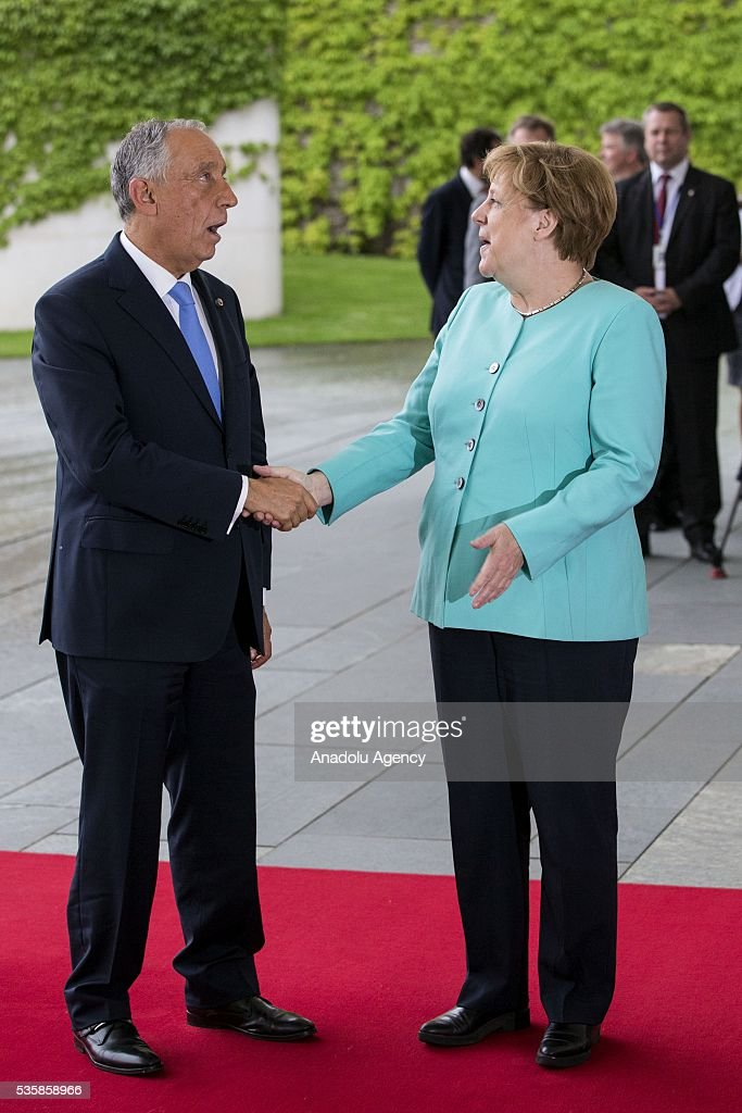 German Chancellor Angela Merkel welcomes Portugal's President Marcelo Rebelo de Sousa at the German chancellery in Berlin, Germany, 30 May 2016.