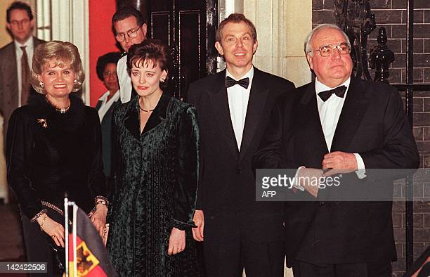 German Chancellor Helmut Kohl and his wife Hannelore are greeted by British Prime Minister Tony Blair and wife Cherie 18 February at No 10 Downing...