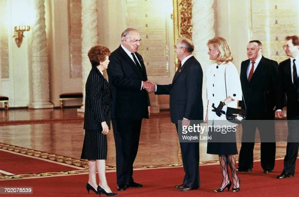 German chancellor Helmut Kohl's visit to the Soviet Union Pictured Raisa Gorbacheva Helmut Kohl Mikhail Gorbachev and Hannelore Kohl Moscow Russia...