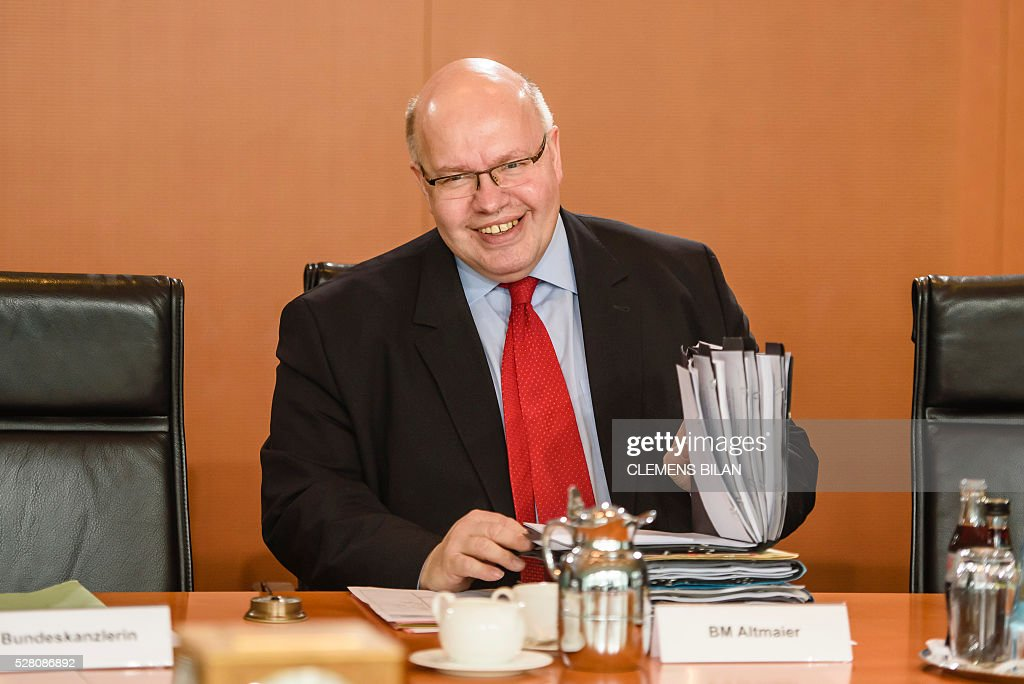 German Chief of Staff Peter Altmaier arrives waits for the start of the weekly cabinet meeting at the Federal Chancellery in Berlin, on May 4, 2016. / AFP / CLEMENS