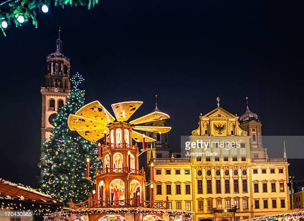 のドイツのクリスマス市場-Christkindlesmarkt オーグスバーグ夜