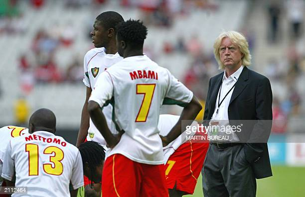 German coach of Cameroon Winfried Schaefer supports his players before the soccer Confederations Cup match against Turkey 21 June 2003 at the Stade...