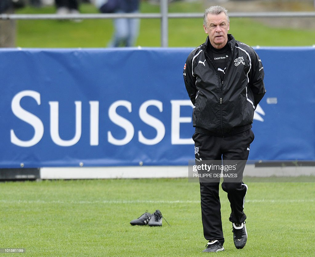 German coach of the Swiss national team Ottmar Hitzfeld attends a team practice session on May 27, 2010 in Sierre near the Swiss Alpine resort of Crans Montana ahead of the FIFA World Cup 2010 finals in South Africa.