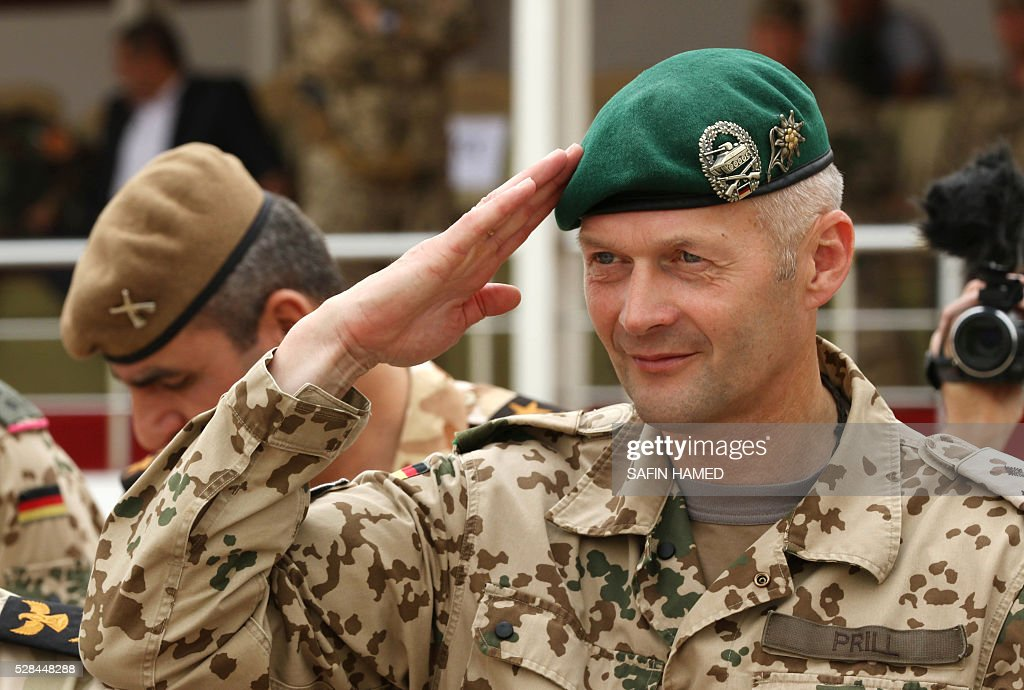 German Colonel Bernd Prill, the head of the military advisers from the international coalition forces, salutes during a graduation ceremony on May 5, 2016 at the Kurdistan Training Coordination Center (KTTC) of Arbil, the capital of the autonomous Kurdish region of northern Iraq. The KTTC is a joint effort of the Dutch, Italian, British and German governments which aims to unify the military assistance of these countries. / AFP / SAFIN