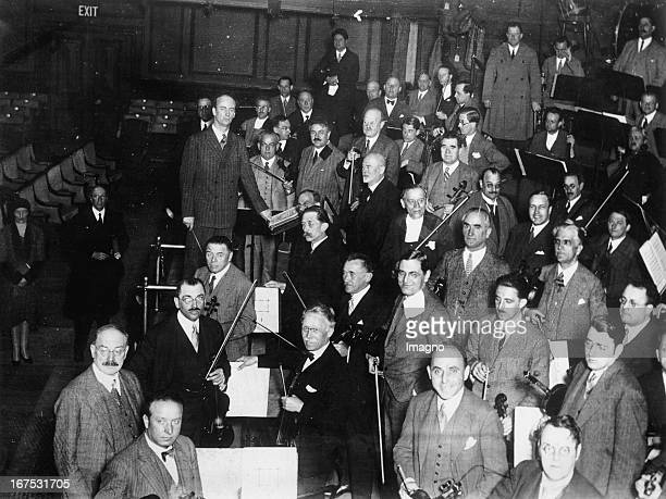 German conductor Wilhelm Furtwängler with the Vienna Philharmonic in London/Queen´s Hall April 30th 1930 Photograph Der deutsche Dirigent Wilhelm...