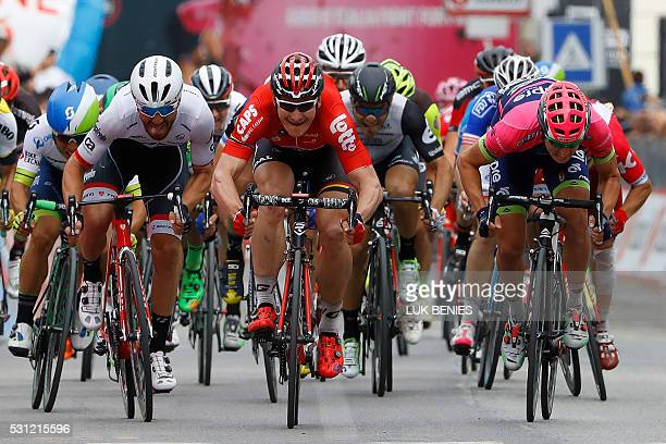 German cyclist Andre Greipel sprints to win the 7th stage of 99th Giro d'Italia Tour of Italy in Foligno on May 13 2016 / AFP / LUK BENIES