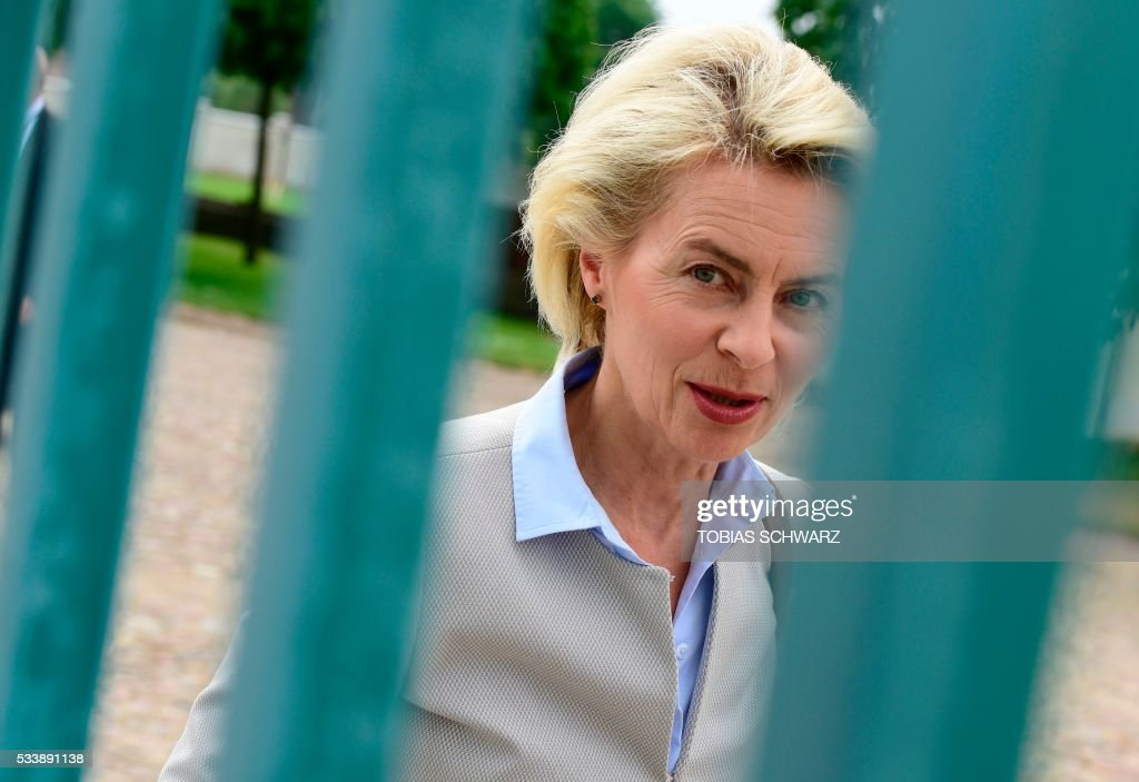 German Defence Minister Ursula von der Leyen arrives at Meseberg Palace for a closed meeting of the German cabinet on May 24, 2016 in Meseberg, northeastern Germany. / AFP / TOBIAS