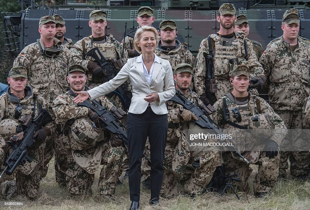 German Defence Minister Ursula von der Leyen poses with soldiers of the 33rd Panzergrenadier bataillon following a drill which involved the new Puma Armoured Infantry Fighting Vehicle at their headquarters in Neustadt am Ruebenberge on June 29, 2016. / AFP / JOHN