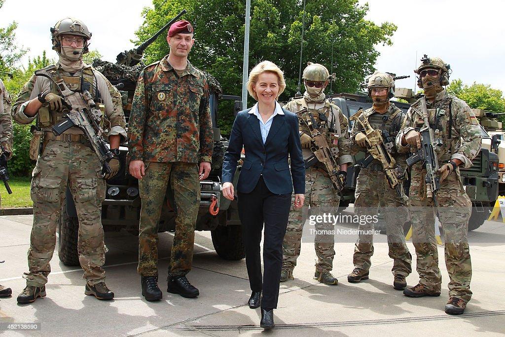 german-defense-minister-ursula-von-der-leyen-looks-on-as-troops-of-picture-id452138590