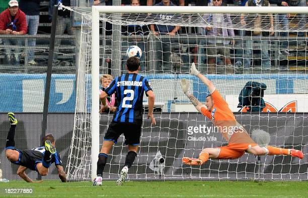 German Denis of Atalanta BC scores the first goal during the Serie A match between Atalanta BC and Udinese Calcio at Stadio Atleti Azzurri d'Italia...