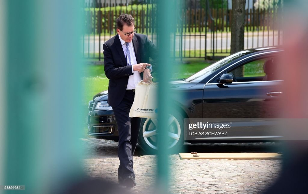 German Development Minister Gerd Mueller arrives at Meseberg Palace for a closed meeting of the German cabinet on May 24, 2016 in Meseberg, northeastern Germany. / AFP / TOBIAS
