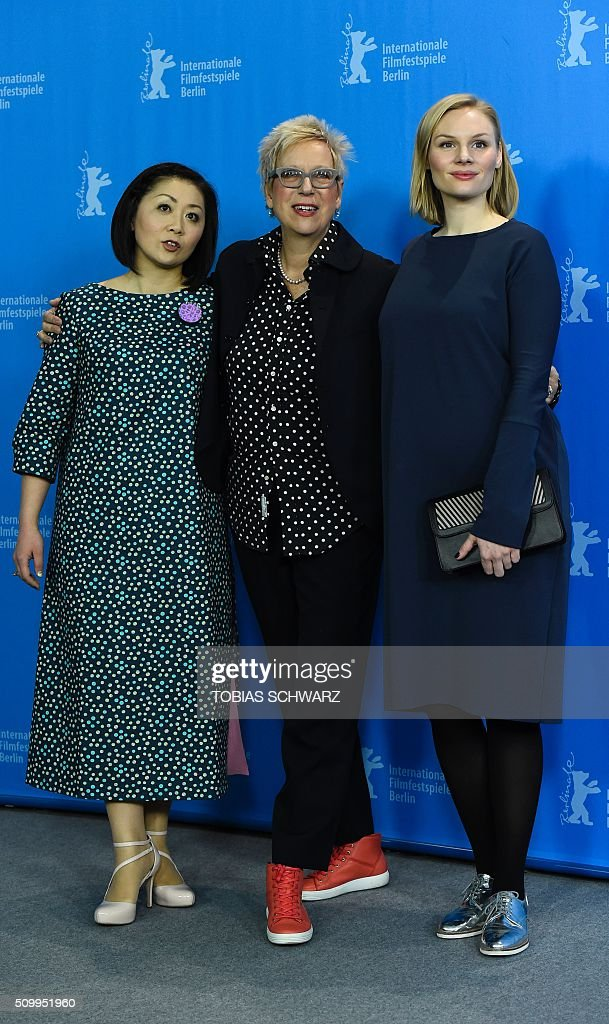 German director Doris Dörrie (C) poses with actresses Nami Kamata (L) and Rosalie Thomass during a photo call for the film 'Gruesse aus Fukushima' (Fukushima, Mon Amour) presented in the Panorama Special section of the 66th Berlinale Film Festival in Berlin on February 13, 2016. / AFP / TOBIAS SCHWARZ