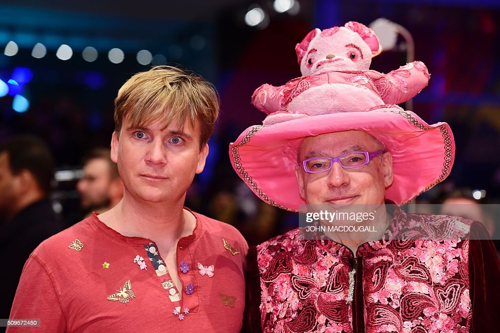 German director Rosa von Praunheim (R) and his partner Oliver Sechting pose on the red carpet for the film 'Hail, Caesar!' screening as opening film of the 66th Berlinale Film Festival in Berlin on February 11, 2016. / AFP / John MACDOUGALL