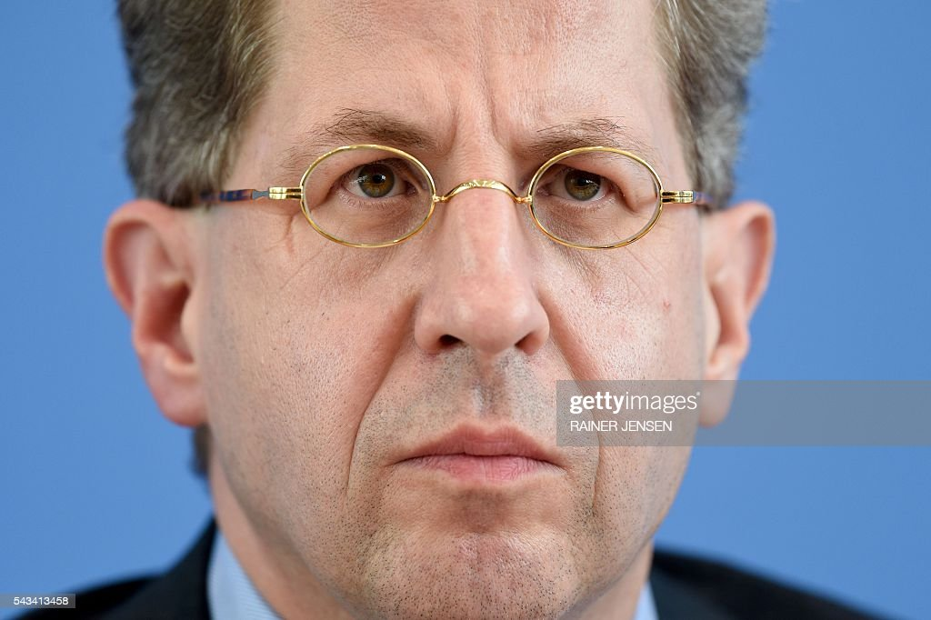 German domestic intelligence agency chief Hans-Georg Maassen addresses a press conference in Berlin on June 28, 2016. / AFP / dpa / Rainer Jensen / Germany OUT