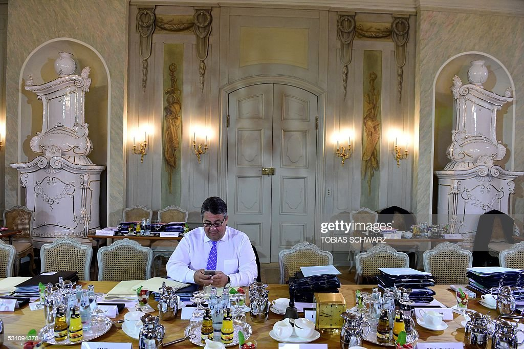 German Economy Minister Sigmar Gabriel awaits the start of cabinet at a meeting of the German government at the Meseberg castle guest house on May 25, 2016. / AFP / TOBIAS