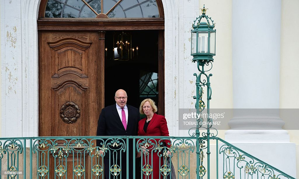 German Education and Research Minister Johanna Wanka and German Chief of Staff Peter Altmaier arrive at Meseberg Palace for a closed meeting of the German cabinet on May 24, 2016 in Meseberg, northeastern Germany. / AFP / TOBIAS