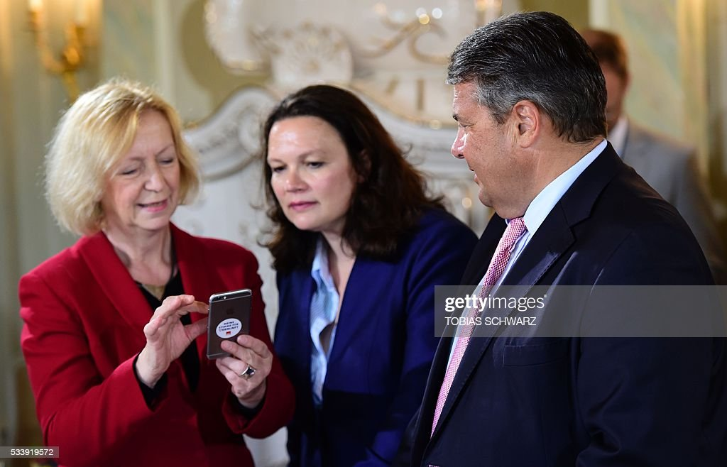 German Education and Research Minister Johanna Wanka, German Labour and Social Minister Andrea Nahles and German Vice Chancellor, Economy and Energy Minister Sigmar Gabriel stand together at the beginning of a closed meeting of the German cabinet at Meseberg Palace on May 24, 2016 in Meseberg, northeastern Germany. / AFP / TOBIAS
