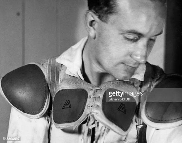 Ice hockey player puts on his protective gear Photographer UMBO Published by 'Berliner Illustrirte Zeitung' 11/1941Vintage property of ullstein bild