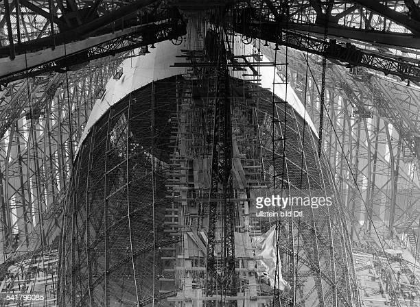 German Empire Wuerttemberg Koenigreich Friedrichshafen airship construction Zeppelin LZ 129 'Hindenburg' working on the empannage of the partial...