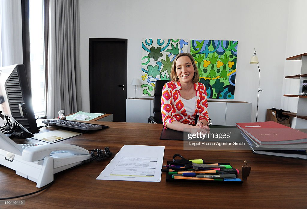 Kristina Schroeder Receives Visitors On Open House Day