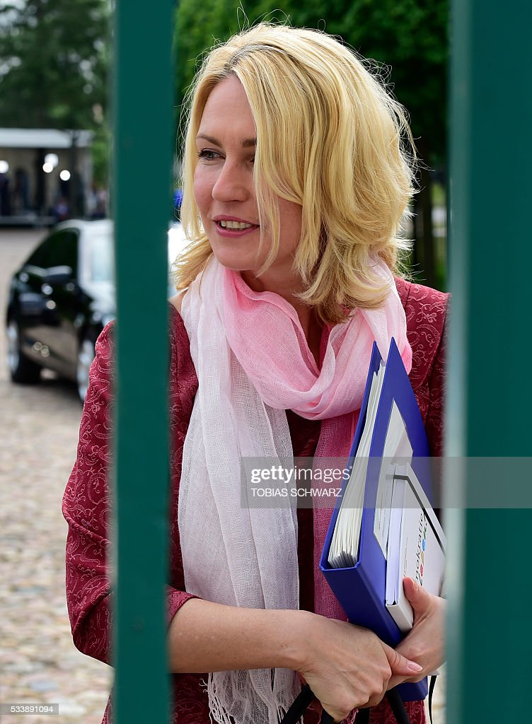 German Family Minister Manuela Schwesig arrives for the German government convention at meseberg Palace on May 24, 2016 in Meseberg. / AFP / TOBIAS