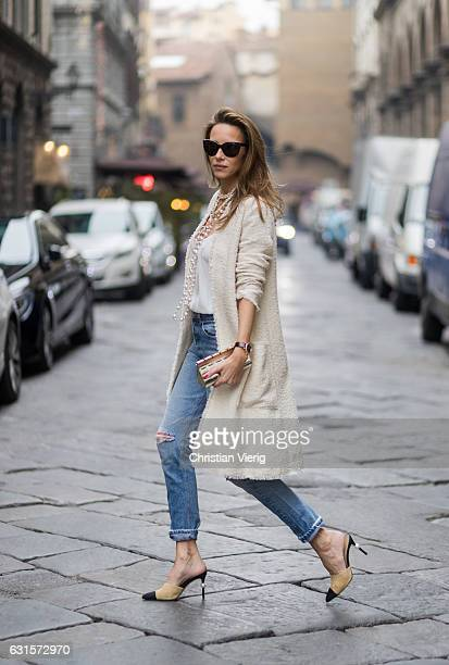 German fashion blogger and model Alexandra Lapp is wearing Leviâs RE/DONE High Rise Jeans with covetable vintage Leviâs denim casual and unlined coat...