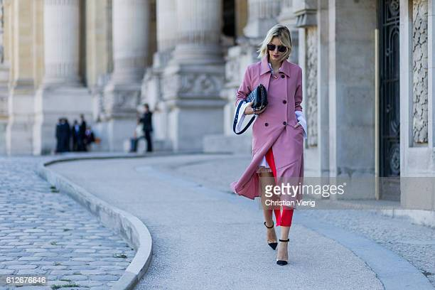 German fashion blogger Lisa Hahnbueck wearing a pink Storets Trenchcoat Isla Skirt Cos Oversize White Shirt with Big Sleeves Gianvito Rossi Plexiglas...