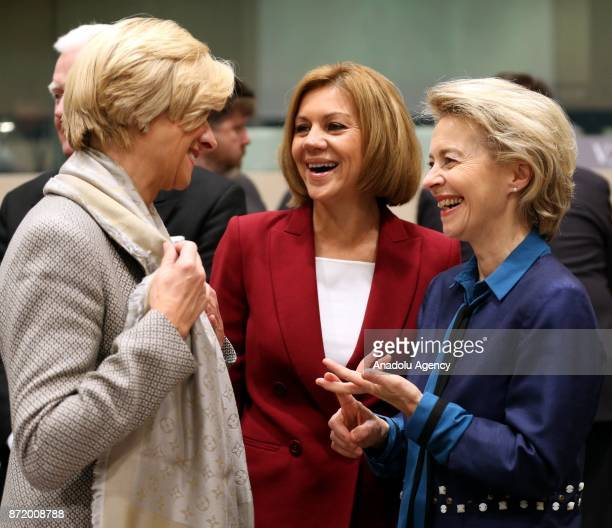 German Federal Minister of Defence Ursula von der Leyen Italian Defense Minister Roberta Pinotti and Spanish Minister of Defense Maria Dolores de...