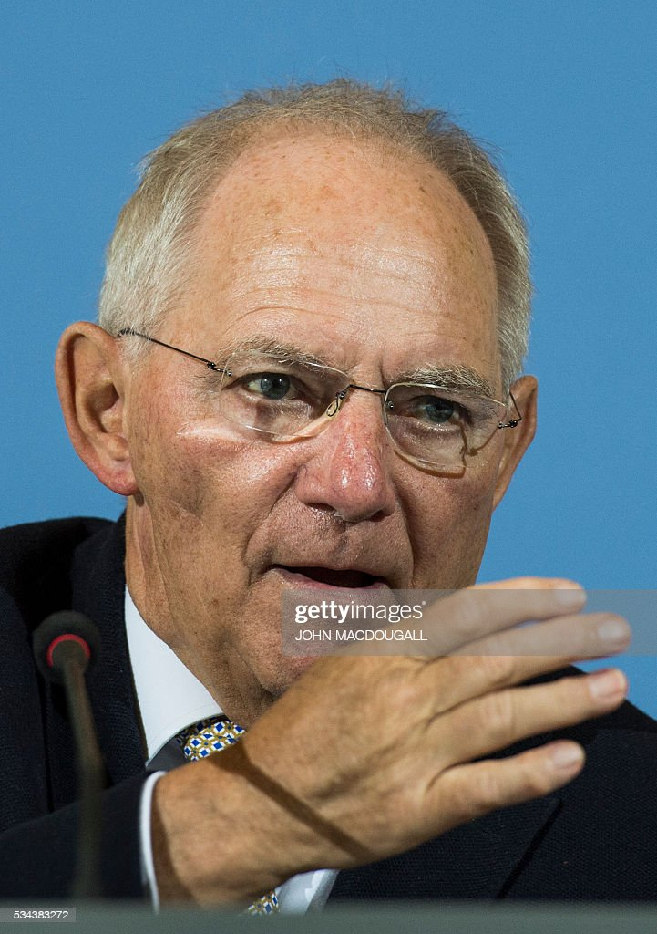 German Finance Minister Wolfgang Schaeuble addresses a press conference for members of the foreign correspondent's club (VAP) at the finance ministry in Berlin on May 26, 2016. / AFP / John MACDOUGALL