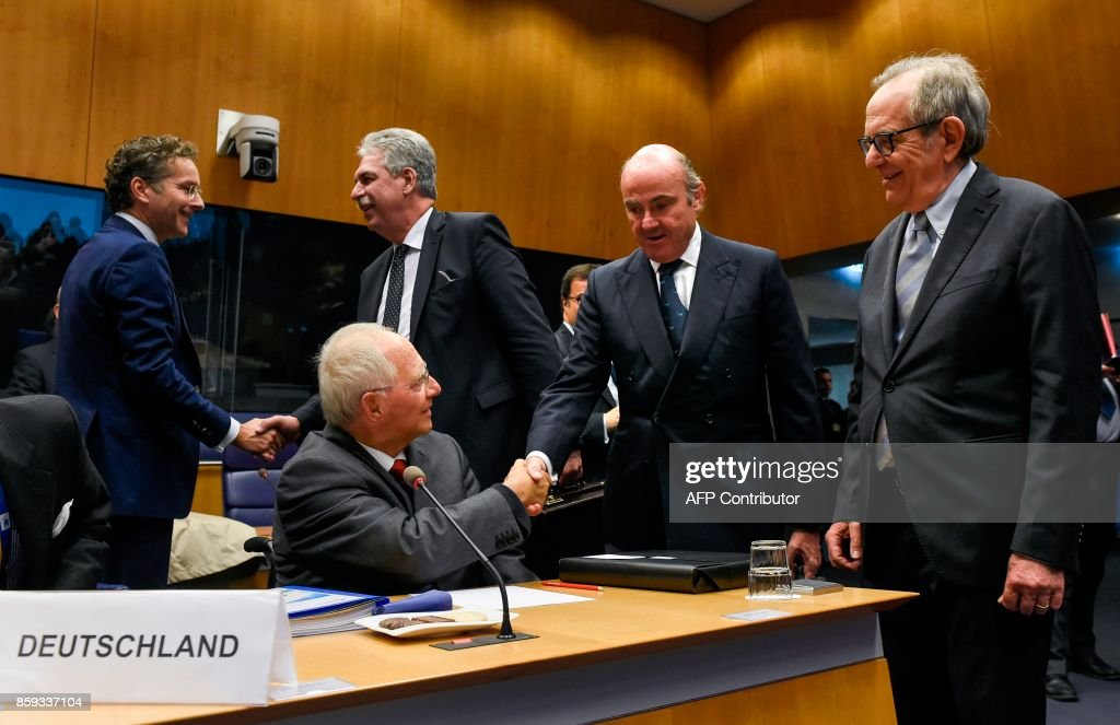 German Finance Minister Wolfgang Schaeuble (Front L) shakes hand with Spain's Economy Minister Luis de Guindos, as Dutch Finance Minister and President of the Eurogroup, Jeroen Dijsselbloem (L) shakes hand with Austrian Finance Minister Hans Joerg Schelling, as Italian Finance Minister, Pier Carlo Padoan looks on during a Eurozone Finance ministers meeting in Luxembourg on October 9, 2017. German Finance Minister Wolfgang Schaeuble, the warhorse of the debt crisis, attends his final meeting of eurozone ministers on October 9 as variously the most loathed or loved figures in EU politics. /