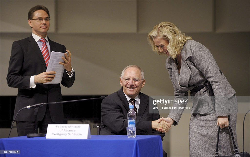German Finance Minister Wolfgang Schaeuble shakes hands with Jutta Urpilainen, head of the finnish socialist-democrat group (SDP) next to Finland's Prime Minister Jyrki Katainen (L) during a seminar on the future of Europe at the University of Tampere on November 7, 2011. AFP PHOTO/LEHTIKUVA / ANTTI AIMO-KOIVISTO