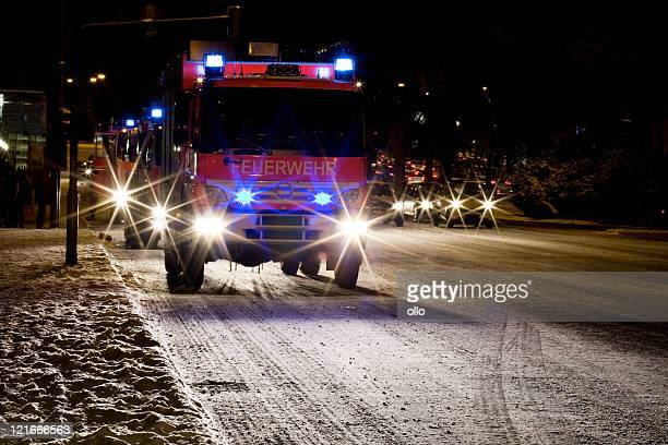Deutsche Firetrucks auf einer vereisten Straße