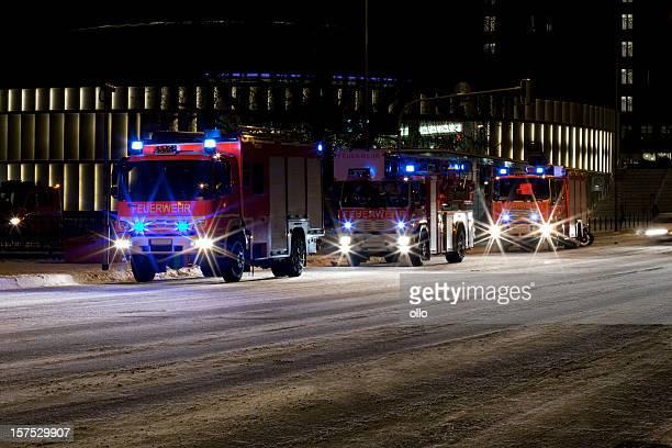 Deutsche Firetrucks auf vereisten Straße