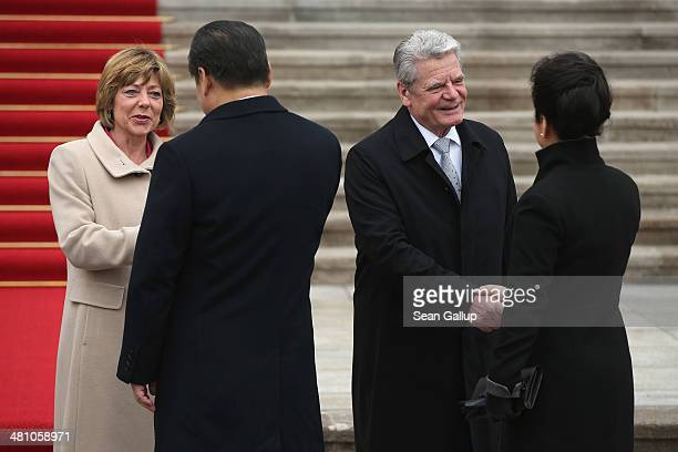 German First Lady Daniela Schadt and German President Joachim Gauck greet Chinese President Xi Jinping and Chinese First Lady Peng Liyuan at Schloss...